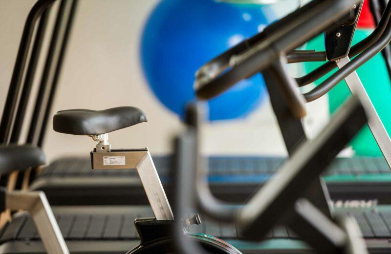 Detailausschnitt Fahrradergometer im Fitnessstudio der ProPhysio GmbH in Köln-Longerich